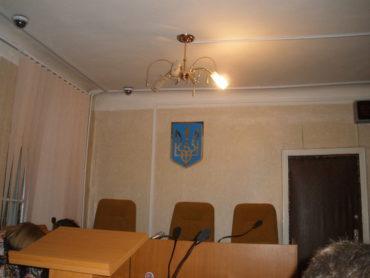 Відсутність державних символів у Фрунзенському судді