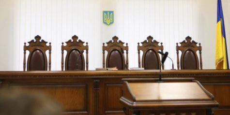 У залі суда бракує стільців для вільних слухачів