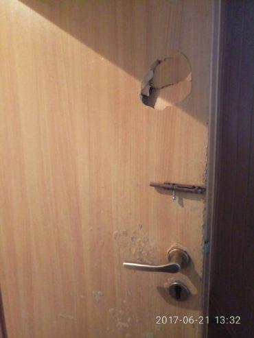 Поламані двері