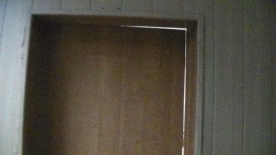 Не належний стан двері зали судових засідань № 3