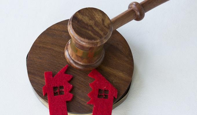 Отъем жилья через суд